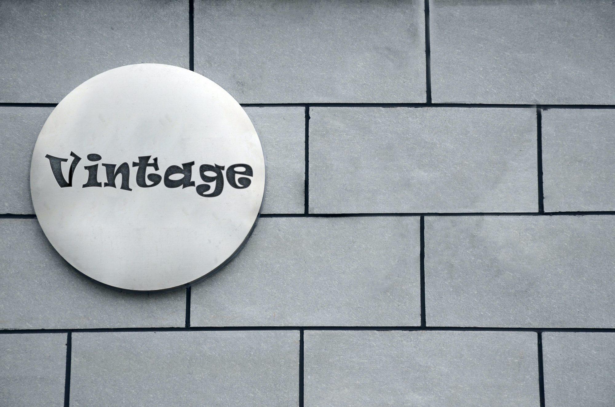 free logo mockup vintage preview